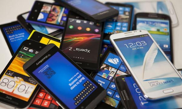 По каким критериям девушки выбирают мобильный телефон